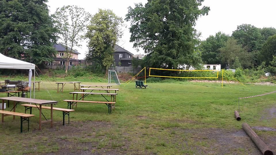 Sportliche Gemeinschaft bei Sport und Spiel auf unserem Grundstück